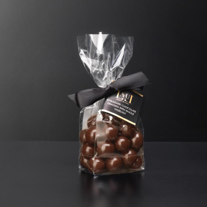 Dragées di cioccolato al latte con nocciola intera