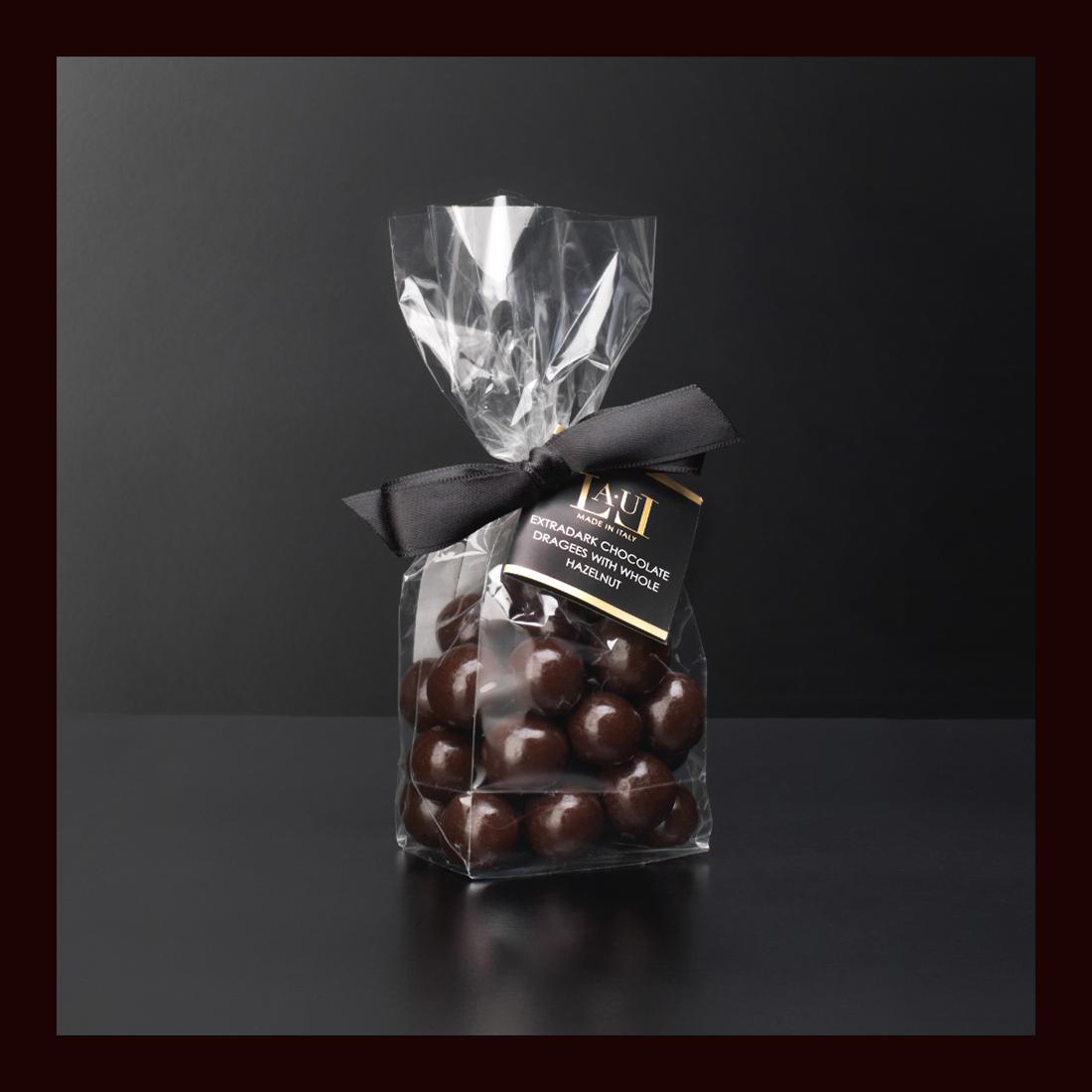 Dragées di cioccolato extrafondente con nocciola intera