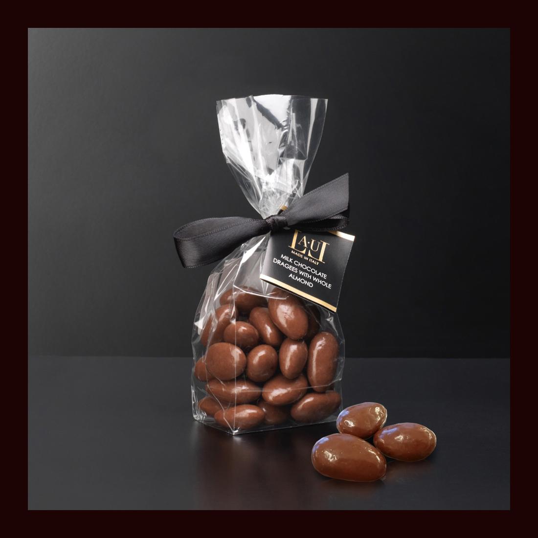 Dragées di cioccolato al latte con mandorla intera