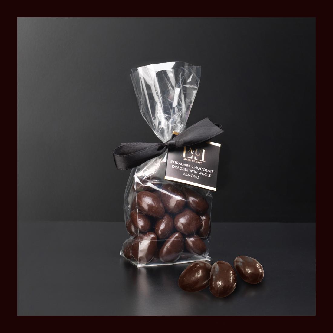 Dragées di cioccolato extrafondente con mandorla intera